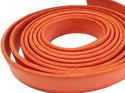 Orange platt brett läder, 10 mm brett. Per 20 cm.