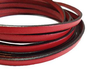 Rött platt brett läder, 5 mm brett. Per 20 cm.
