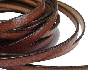 Brunt platt brett läder, 5 mm brett. Per 20 cm.