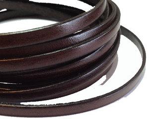 Mörkbrunt brett läder, 5 mm brett. Per 20 cm.