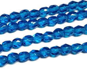 Fasetterade blå pärlor, 4 mm. En sträng.