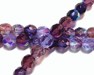 Fasetterade runda pärlor i lilamix, 8 mm. En sträng.