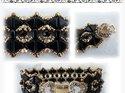 Khéops® par Puca®, svart triangelformad två-hålig pärla, 6 mm. 10 gram