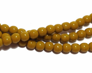 Opaka mörkbeiga runda glaspärlor, 4 mm. En sträng