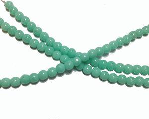 Opaka turkost mintgröna runda glaspärlor, 4 mm. En sträng