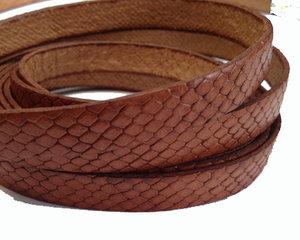 Brunt brett läder med ormskinnseffekt, 10 mm brett. Per 20 cm.