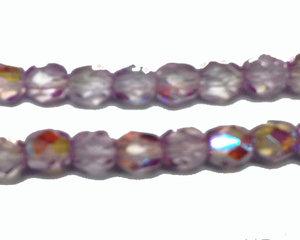 Fasetterad syrenlila pärla med AB, 4 mm. En sträng.
