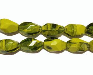 Melerad oval grön pärla, 16*9 mm. En sträng.