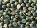 Cabochon en tvåhålig pärla, 6 mm. Chalk White Blue Luster, 03000/65431. 10-pack.