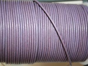 Lila läder, 2 mm. Per meter.