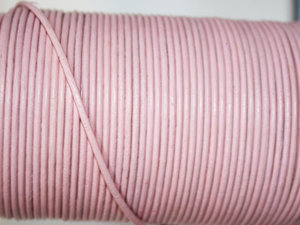 Ljusrosa läder, 2 mm. Per meter.