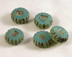Runda platta tjeckiska fire polish pärlor, turkosa med grått/beige, 12 mm diameter. 5 stycken.