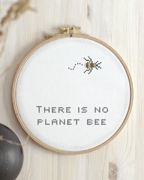 Cross stitch kit with aida - Planet Bee