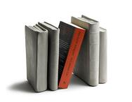 Bokstöd 'Böcker' i betong, Tove Adman