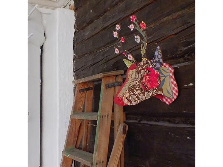 Hjort-trofé 'Flower blow-up' medium