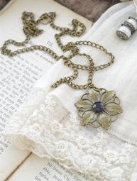 Flowers with Love - långt halsband Jeanne d´Arc Living