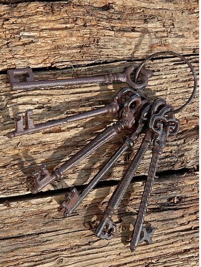 Nyckelknippa 6 st gammeldags nycklar shabby chic lantlig stil