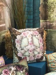 Kuddfodral Peace rosor änglavingar shabby chic lantlig stil