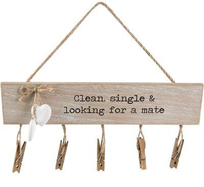Clean single & looking for a mate sock hängare träskylt med nypor shabby chic lantlig stil