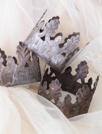 Liten Krona madonna madonnakrona antikfärgad rostig shabby chic lantlig stil
