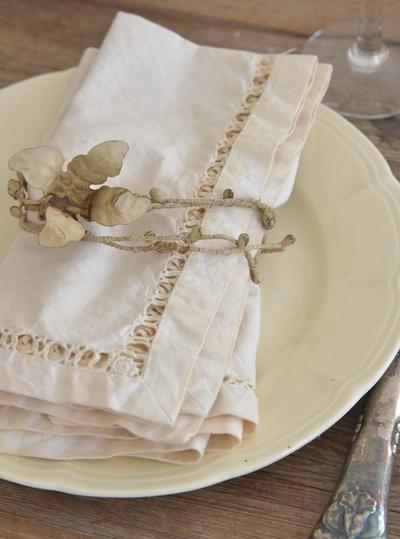 Dekoration handgjord i gammaldags stil ljus patina blommor på tråd ranka 1,2 m shabby chic lantlig stil