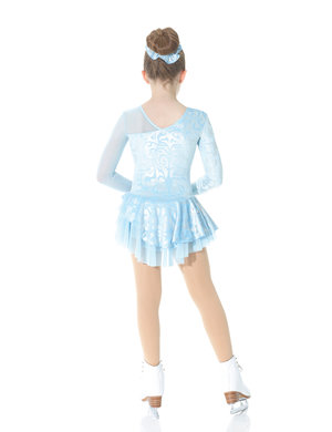 Isblå klänning med asymetrisk skärning