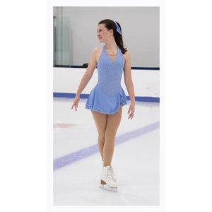 Kortärmad klänning i glittrigt ljusblått tyg