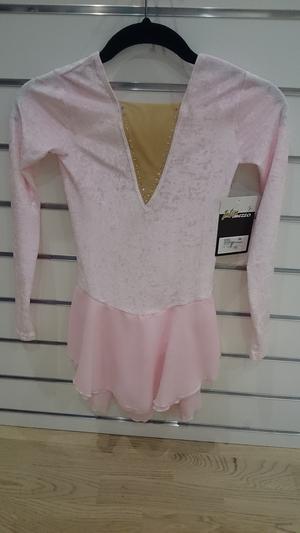 Långärmad sammetsklänning i ljusrosa, ljusturkos eller svart