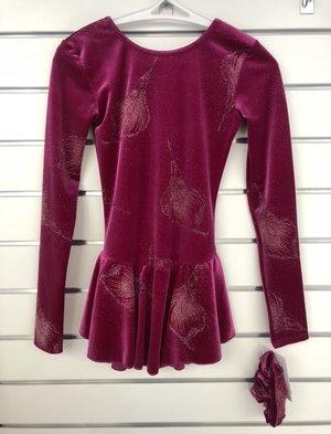 Mörkcerise klänning med glittermönster