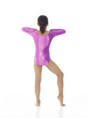 Långärmad dräkt i rosa metallictyg med hologrameffekt