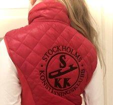 Röd väst Stockholms konståkningsklubb