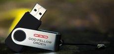USB minne 16 GB (pinne) med Odd Fellow logga