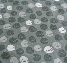 Grå botten med mönster i vitt pch grå toner