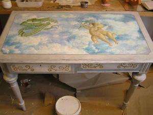 Skrivbord med dekormålning
