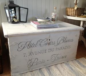 Stor, härlig antik kista med fransk text