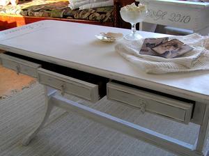 Soffbord/sideboard med fransk text