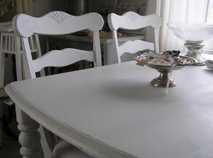 Matbord och stolar shabby chic