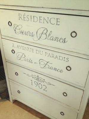 Hög antik byrå Résidence Coeurs Blancs