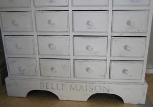 Köpmandisk BELLE MAISON med 28 lådor