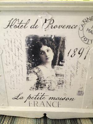 Kista shabby chic med franska texter och bilder