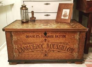 Antik dekorativ kista 1800-tal med text