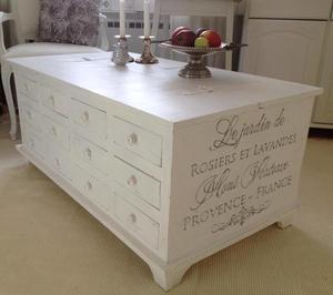 Kistbord med 12 st lådor och stort förvaringsutrymme