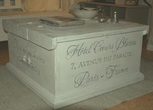 Kistbord soffbord med fransk text på alla fyra sidor