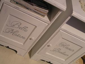 Sängbord nattduksbord sideboard med franska texter