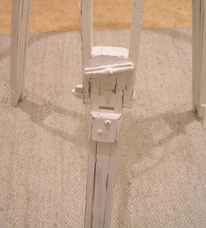 Antikt kamerastativ omgjort till golvlampa