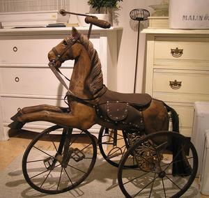Äldre cykelhäst i gammal stil