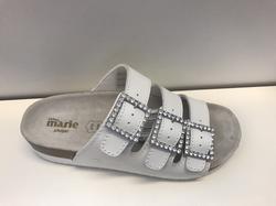 """Sandal , vit med strass, """"Sköna Marie""""  fotriktig fotbädd."""