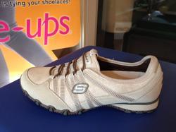 Skechers sköna skor i beige skinn, med resår istället för snörning