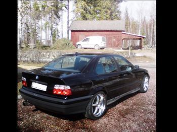 BMW 325 E36 4d sedan -93. Bollnäs