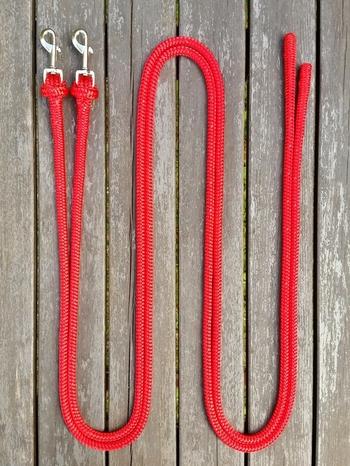 Delade tyglar med löstagbara pistolhakar och ändsplitsar - 2 x 2,40 m, Röd